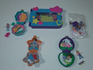 Polly Pocket FXM65 – dāvanu komplekts, ieskaitot 1 attēlu rāmi un 3 mini kastes