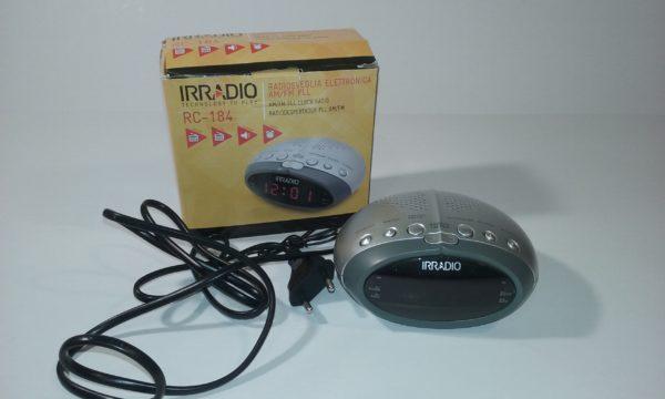 IRRADIO RC184 Elektroniskais pulkstenis Radio AM/FM Sudraba